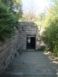 Вход към копието на Казанлъшката гробница